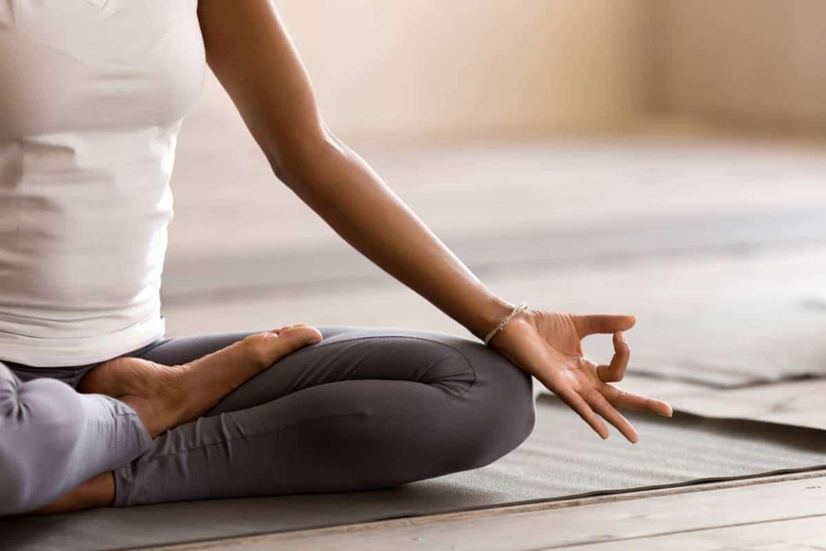 Huiles et spiritualité: associer l'aromathérapie et la méditation